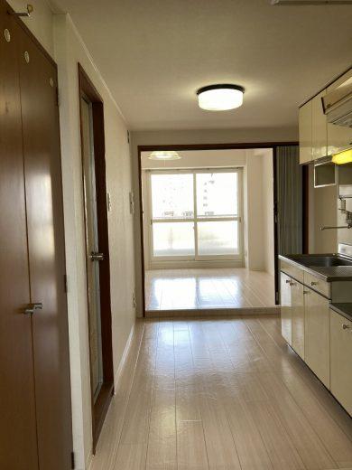 室内(DK4.1帖+洋室6.4帖)床:貼替え