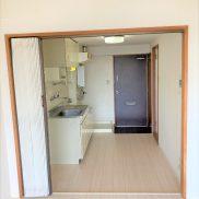 室内(窓側より)DKと洋室をアコーディオンカーテンで仕切れます