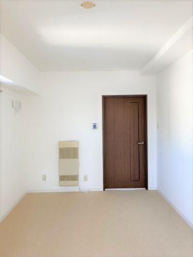 洋室(8.2帖)ドア側