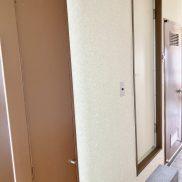 手前扉:収納、中扉:UB、奥扉:洗濯機置場