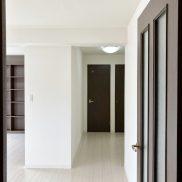 室内(玄関側ドアより)