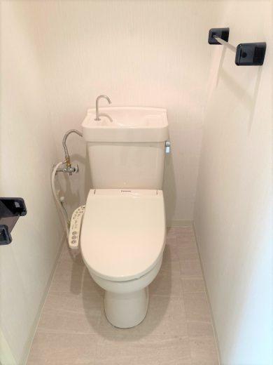 トイレ:床CF張替、ウォシュレット新設